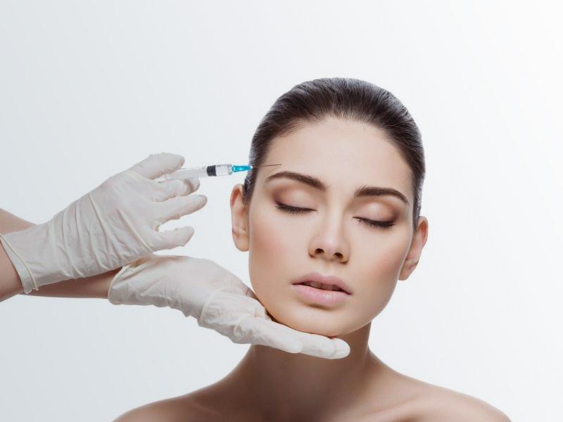 اهمیت انتخاب دکتر متخصص برای تزریق بوتاکس